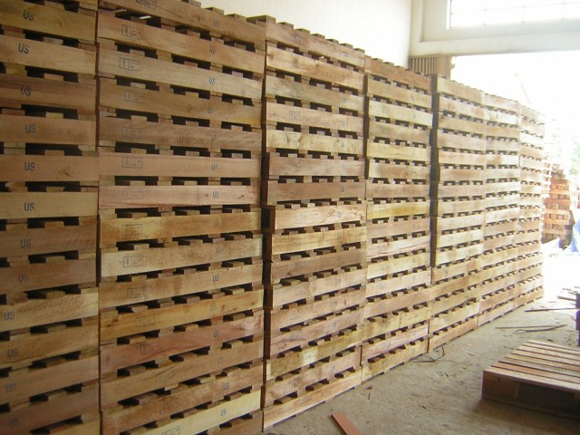 2-way wooden pallets